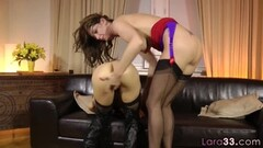 Hot lesbo MILF pussylicked doggystyle Thumb