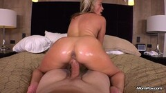 Busty cougar gets her ass drilled Thumb