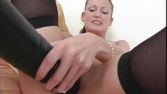 Wild babe Hailey Young toys her pussy Thumb