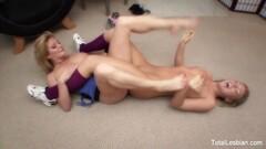 Luscious babes enjoy lesbian fuck Thumb