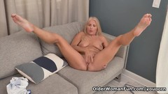 Florida gilf Chery Leigh needs to rub her pantyhosed pussy Thumb
