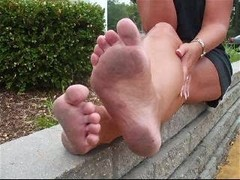 Donna's Bare Dirty Feet Thumb