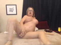 Horny GILF enjoys double dildo penetration Thumb