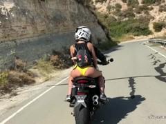 Sexyt bike chick masturbating on the bike Thumb