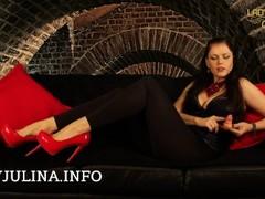 Knie vor deiner Domina Lady Julina Du Versager mit Minischwanz SPH Thumb