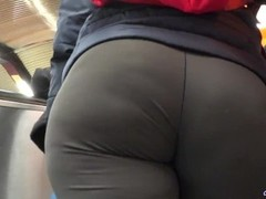 candid big ass PAWGs in yoga pants big butts GLUTEUS DIVINUS Thumb