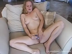 Cute amateur blonde gets off with a vibrator Thumb