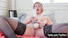 Yanks Babe Trish Masturbating Thumb