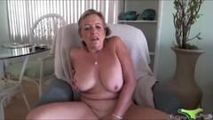Big titted cougar masturbates on the table Thumb